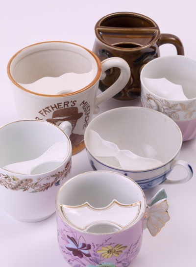 紅茶にまつわるアンティーク ~口髭紳士のための「ムスタッシュカップ」~