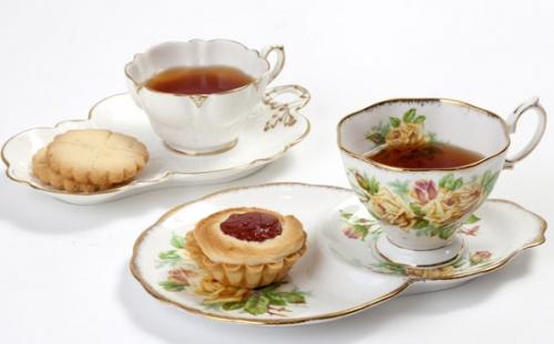紅茶にまつわるアンティーク ~スポーツ観戦のために作られた「スナックセット」~
