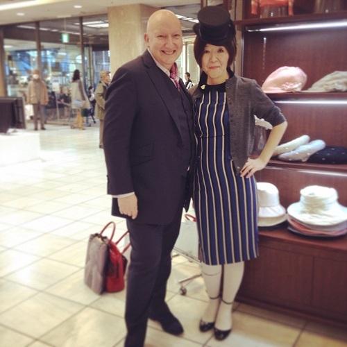 ダイアナ妃も愛した英帽子デザイナー来日